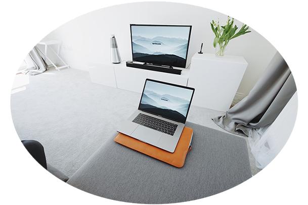 same laptop and tv screen