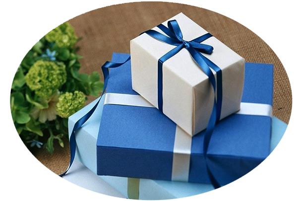 3 blue presents